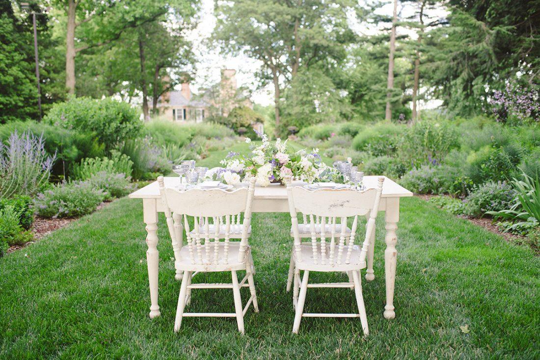 garden-wedding-sweetheart-table-1100×734