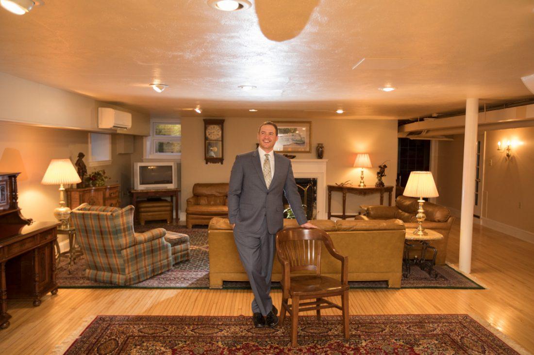 groom-in-grooms-lounge-drumore-estate-1100×733