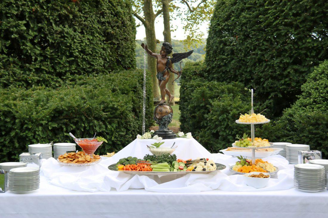 wedding-cocktail-hour-drumore-estate-1100×733